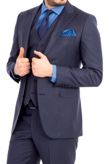 Erkek Giyim - Slim Fit Çizgili Sivri Yaka Takım Elbise
