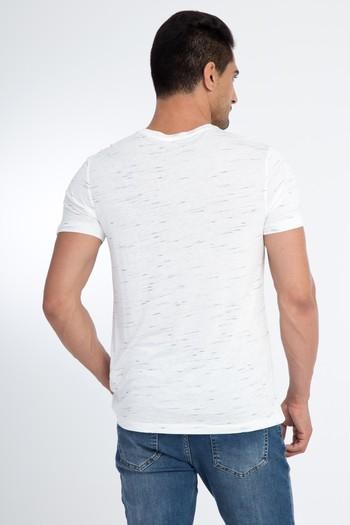 Erkek Giyim - V Yaka Desenli Tişört
