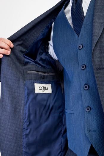 Erkek Giyim - Kombinli Yelekli Kareli Takım Elbise