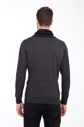 Erkek Giyim - Degaje Yaka Desenli Slim Fit Triko Kazak