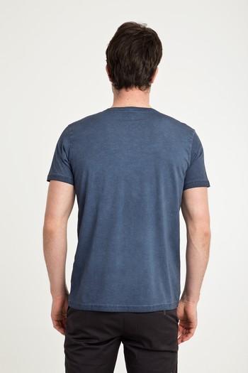 Erkek Giyim - V Yaka Düz Slim Fit Tişört