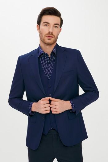 Erkek Giyim - Yelekli Kombinli Kareli Takım Elbise