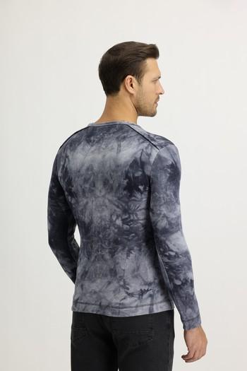 Erkek Giyim - V Yaka Batik Desenli Sweatshirt